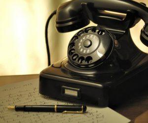 Stem aan de telefoon..